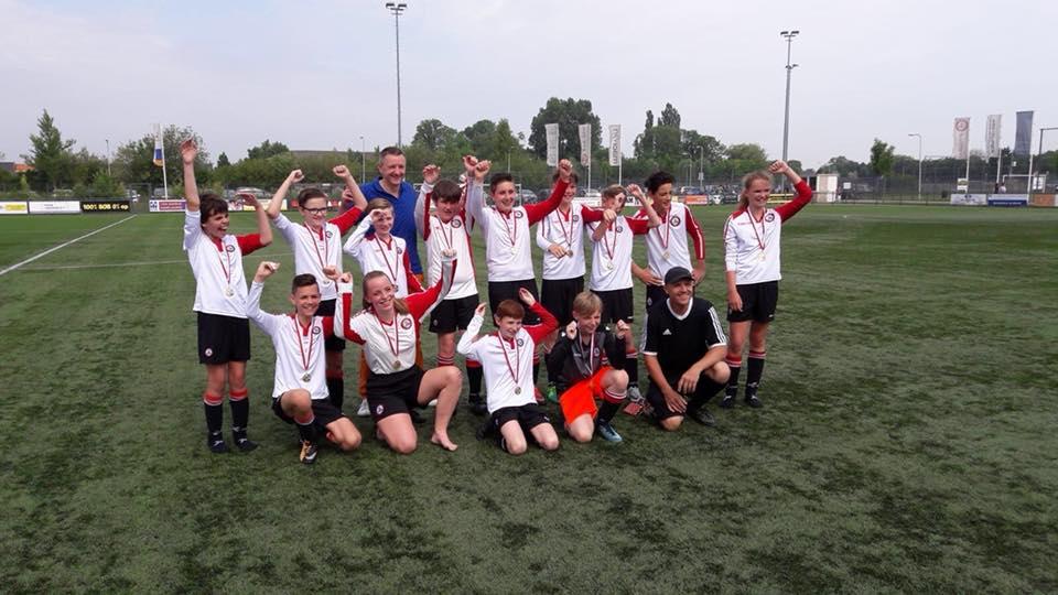 VV Brielle JO13-5 kampioen